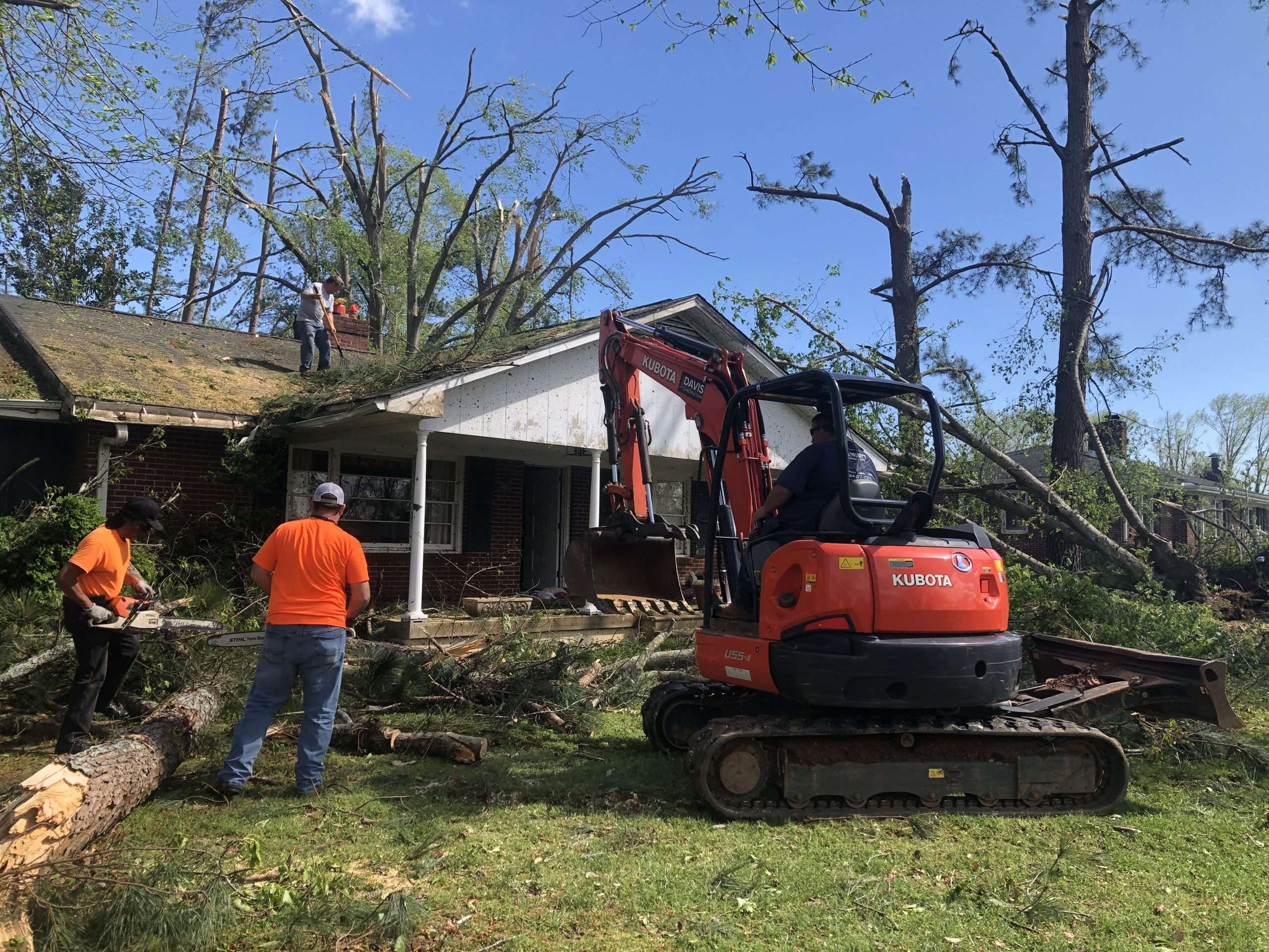 JDavis crew helps after tornado